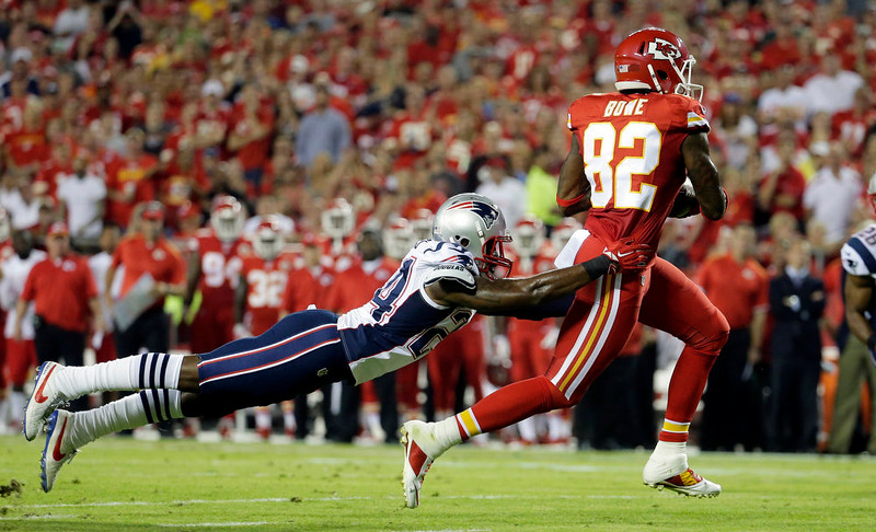 . Kansas City Chiefs wide receiver Dwayne Bowe, right, runs with the ball after catching a pass for a 15-yard gain as New England Patriots cornerback Darrelle Revis defends during the first quarter of an NFL football game Monday, Sept. 29, 2014, in Kansas City, Mo. (AP Photo/Charlie Riedel)
