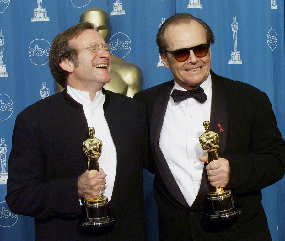 ". Oscar winners Robin Williams (L), Best Supporting Actor and Jack Nicholson (R), Best Actor pose for photographers 23 March at the 70th Annual Academy Awards at the Shrine Auditorium in Los Angeles. Williams won for his roll in ""Good Will Hunting\"" and Nicholson for \""As Good As It Gets.\""  HECTOR MATA/AFP/Getty Images"