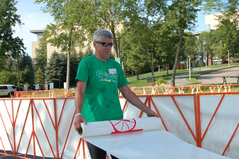 Sun-Wellesley-Volunteer-Signage-Setup-CK0101.jpg.jpg