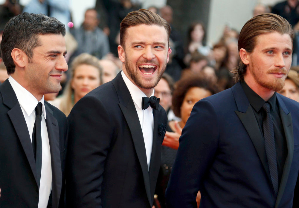 ". (L-R) Cast members Oscar Isaac, Justin Timberlake and Garrett Hedlund pose on the red carpet as they arrive for the screening of the film ""Inside Llewyn Davis\"" in competition during the 66th Cannes Film Festival in Cannes May 19, 2013.  REUTERS/Regis Duvignau"