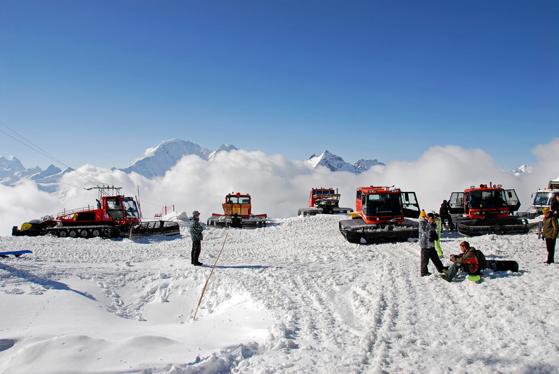 080502 1781 Russia - Mount Elbruce - Day 2 Trip to 15000 feet _E _I ~E ~L.JPG