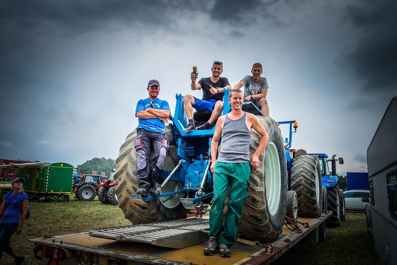 Tractor Pulling 2015 XE2-2581.jpg