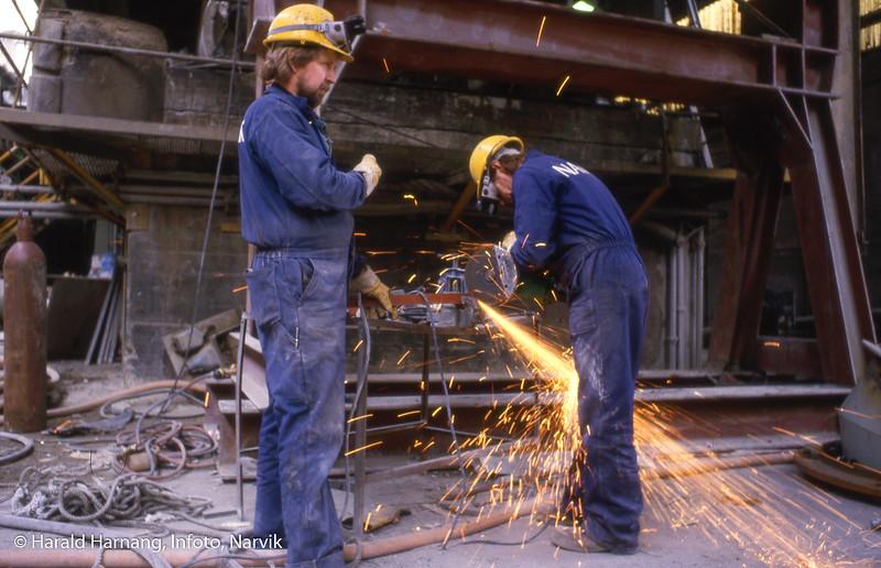 Bilde i serie fra Kjøpsvik i Tysfjord kommune. Norcem. Reparasjonsarbeider som ble foretatt av personell fra Namek i Narvik.