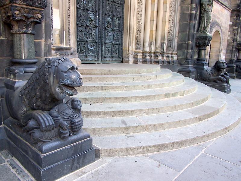 P7043180-dom-lions.JPG