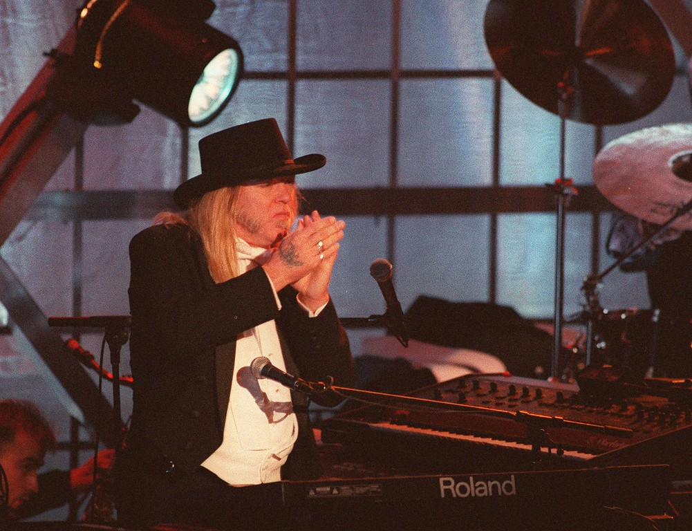 . Gregg Allman peforms with his band during the Rock and Roll Hall of Fame\'s 10th annual induction ceremony at the Waldorf-Astoria hotel in New York city June 12, 1995. The Allmans, led by Gregg Allman and Dickey Betts, have enjoyed a resurgence in recent years. (AP Photo/Joe Tabacca)