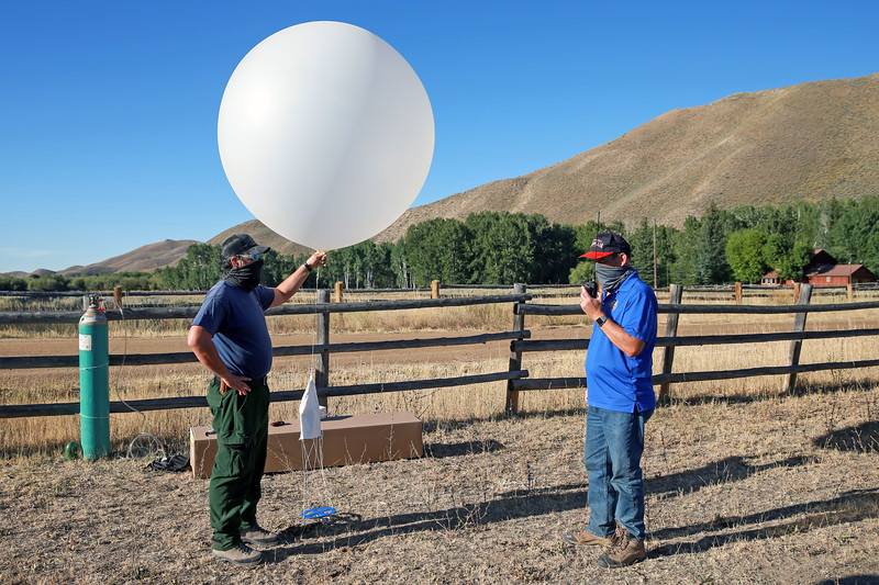 202020811_WeatherBalloonLaunch 04.JPG