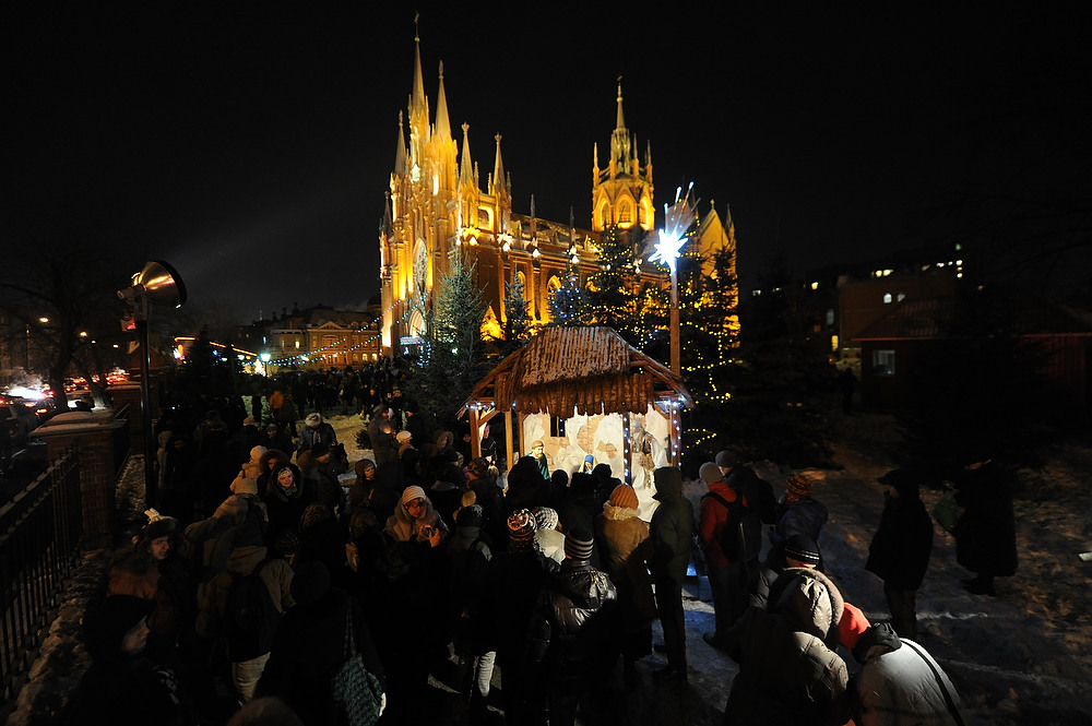 Description of . People brave the freezing temperature ( -6 F) to attend a carol service outside Moscow's Cathedral of the Virgin Mary of Immaculate Conception on December 24, 2012.  ANDREY SMIRNOV/AFP/Getty Images