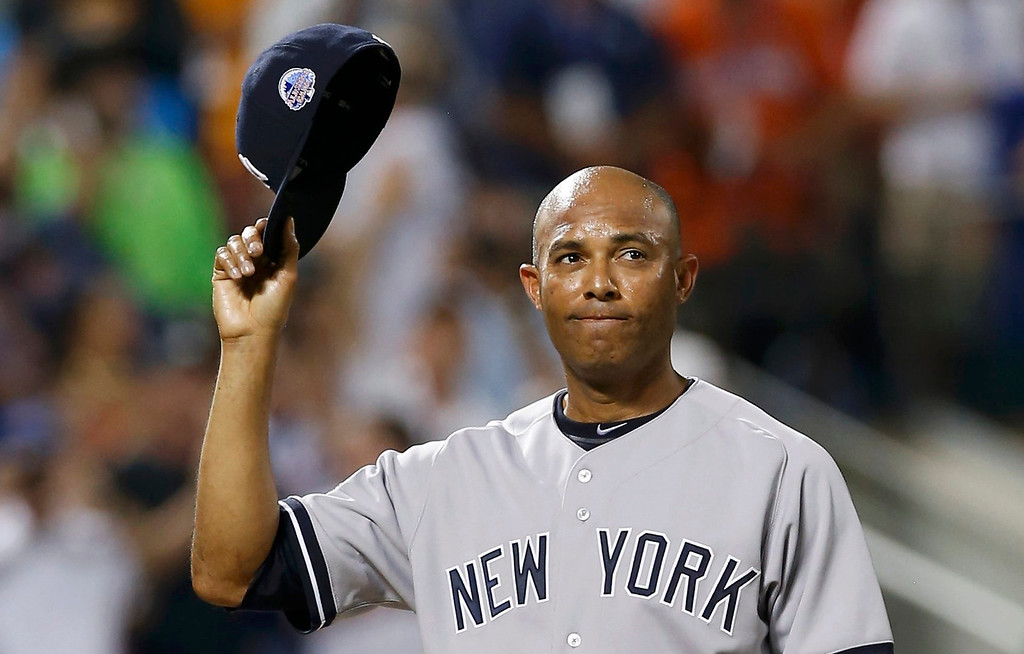 . American League pitcher Mariano Rivera takes his cap off to a standing ovation as he steps to the mound in the 8th inning against the National League during Major League Baseball\'s All-Star Game in New York, July 16, 2013.  REUTERS/Mike Segar