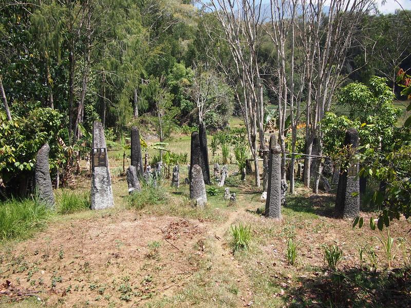 P9048782-monolith-graves.JPG