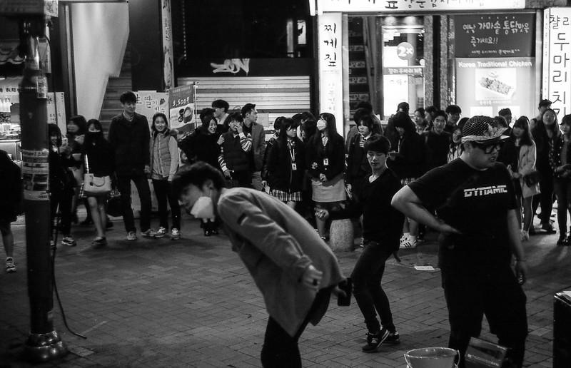 Street performers in Hongdae, Seoul