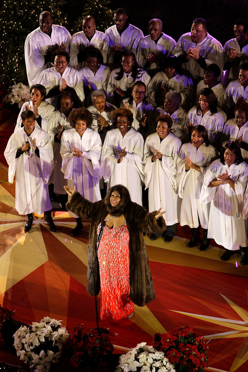 . Aretha Franklin performs in New York\'s Rockefeller Plaza during the 77th annual tree lighting ceremony Wednesday, Dec. 2, 2009  in New York. (AP Photo/Frank Franklin II)