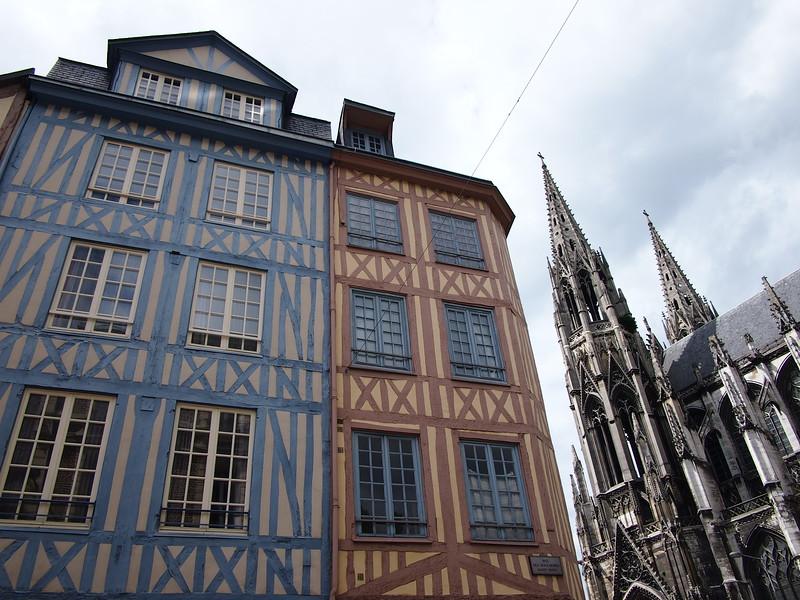 P7276358-rue-des-boucheries-saint-ouen.JPG