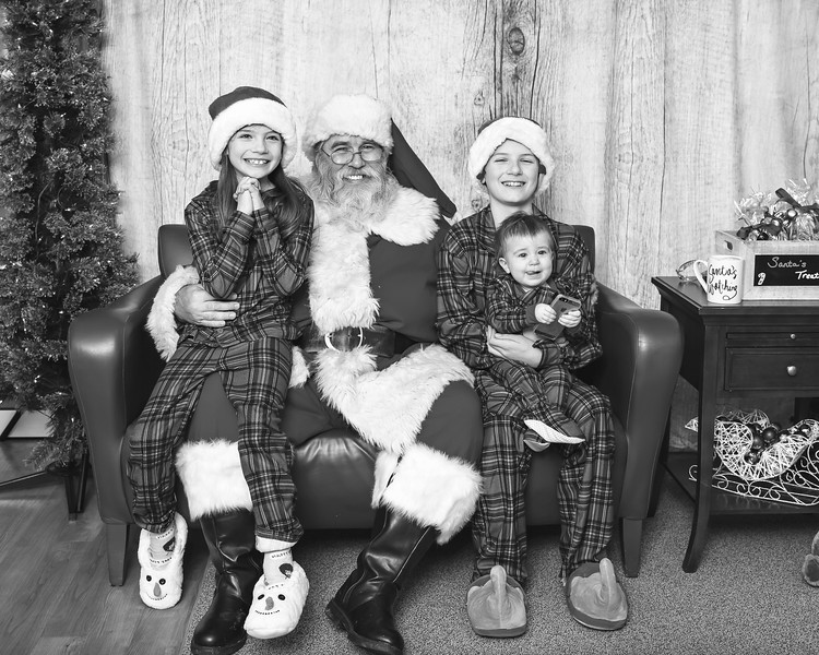 Ameriprise-Santa-Visit-181202-4928-BW.jpg