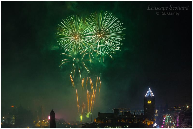 Fireworks over Edinburgh Castle from Calton Hill (4)