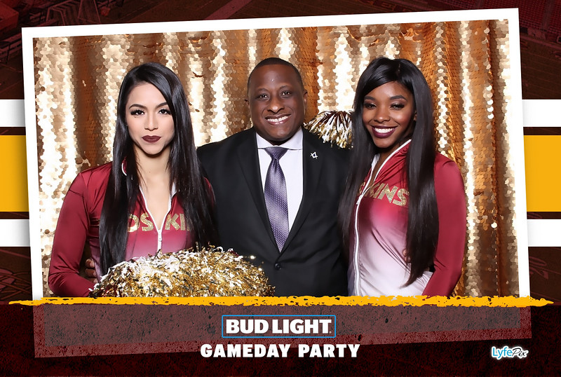 washington-redskins-philadelphia-eagles-football-bud-light-photobooth-20181203-194017.jpg