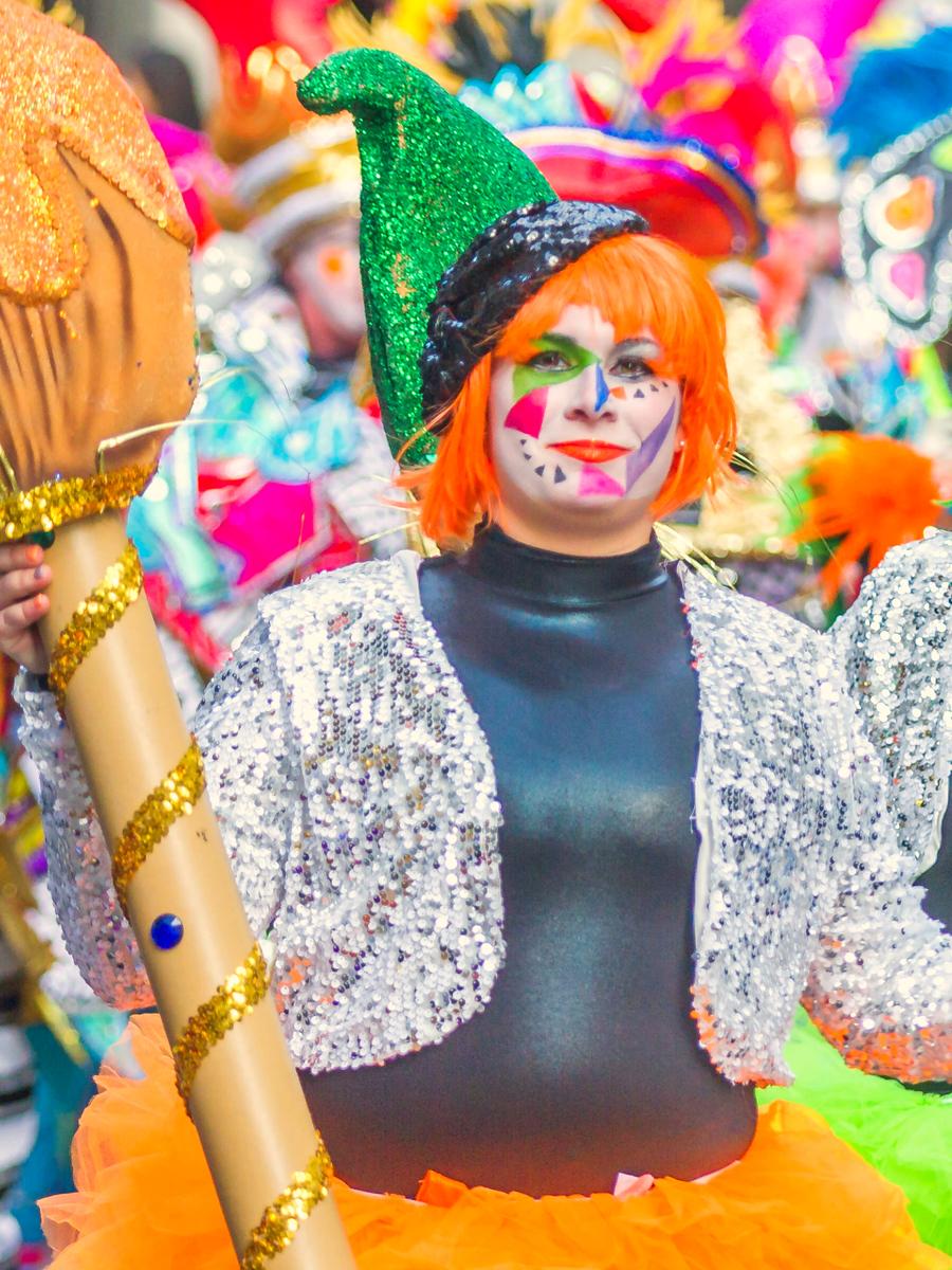 费城19年元旦彩妆游行,浓妆艳抹奇装异服
