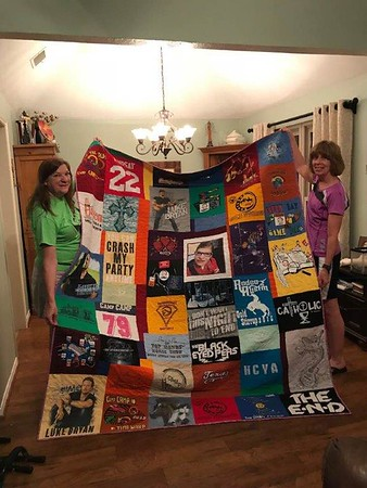 2018 08 Elly's T-Shirt quilt