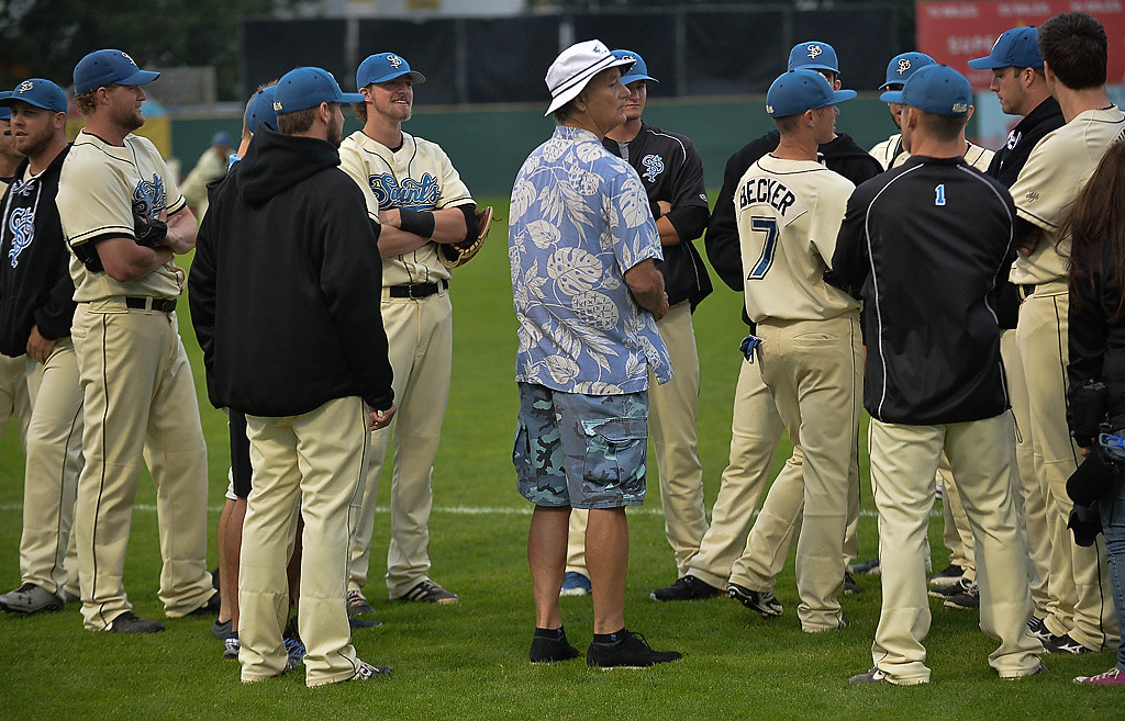 . Bill Murray greets players before the St. Paul Saints play their last game at Midway Stadium. (Pioneer Press: Ben Garvin)