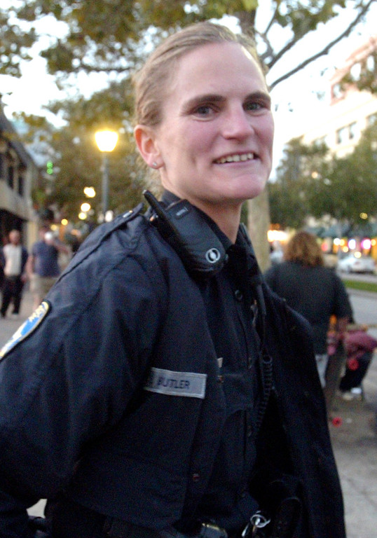 . Elizabeth Butler brings a smile and warmth to her policing in downtown Santa Cruz in 2008. (Shmuel Thaler/Sentinel)