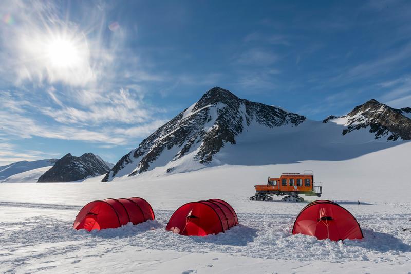 Climb Antarctica Women -1-11-18100282.jpg