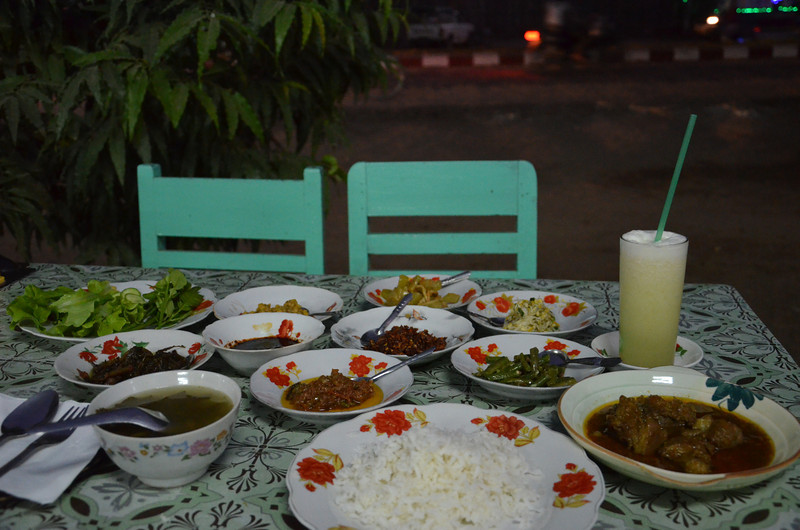DSC_4126-pork-curry-and-side-dishes.JPG