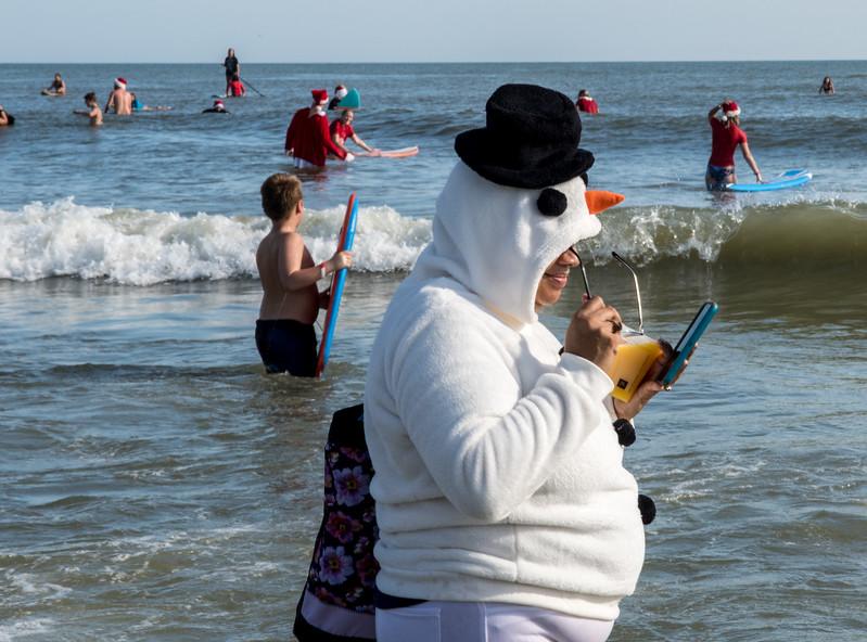 2017 Surfing Santas (15 of 21).jpg