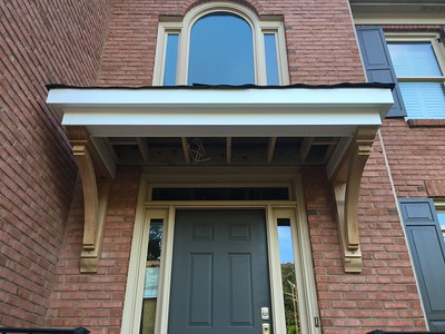 Front Porch with Wood Bracket 14T16 Smooth
