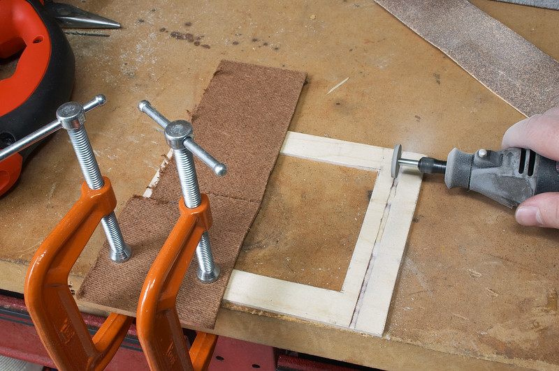 Cutting the groove for the built-in light traps