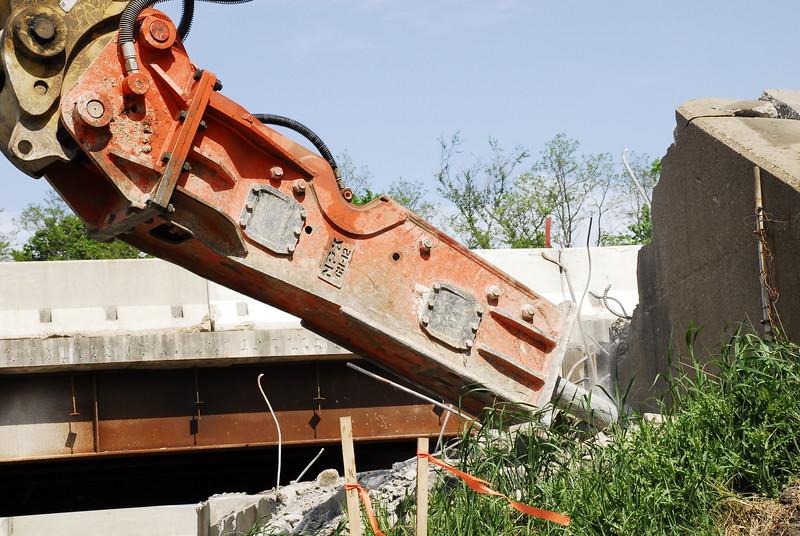 NPK GH12 hydraulic hammer on Cat excavator_bridge demolition (2).JPG