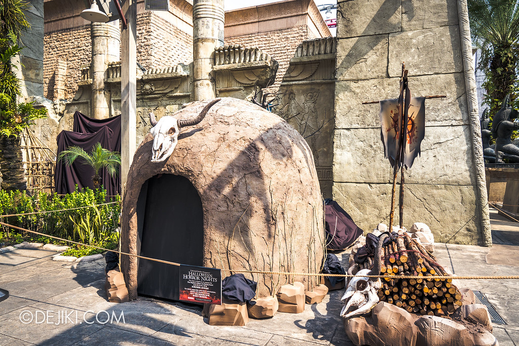 Universal Studios Singapore Halloween Horror Nights 8 / Cannibal scare zone huts and skulls
