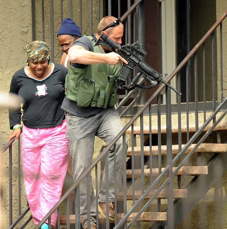 . Deputies evacuate residents from their apartment homes while searching looking for a suspected gunman. (LaFonzo Carter/ Staff Photographe