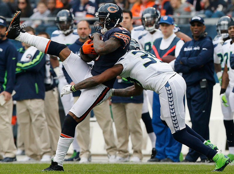 . Chicago Bears\' Brandon Marshall (L) catches a ball as he is hit by Seattle Seahawks\' Brandon Browner during the first half of their NFL football game at Soldier Field in Chicago December 2, 2012.  REUTERS/Jim Young