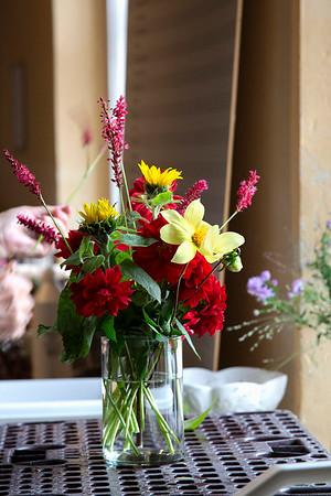 Sidste blomsterdekorationer inden forberedelsen til jul