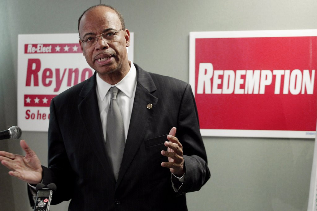 ". <p>6. MEL REYNOLDS  <p>Goes from Congress to porn. Isn�t it usually the other way around? (unranked) <p><b><a href=\'http://www.twincities.com/news/ci_25177519/former-us-congressman-arrives-at-zimbabwe-court\' target=""_blank\""> HUH?</a></b> <p>    (AP Photo/M. Spencer Green, File)"