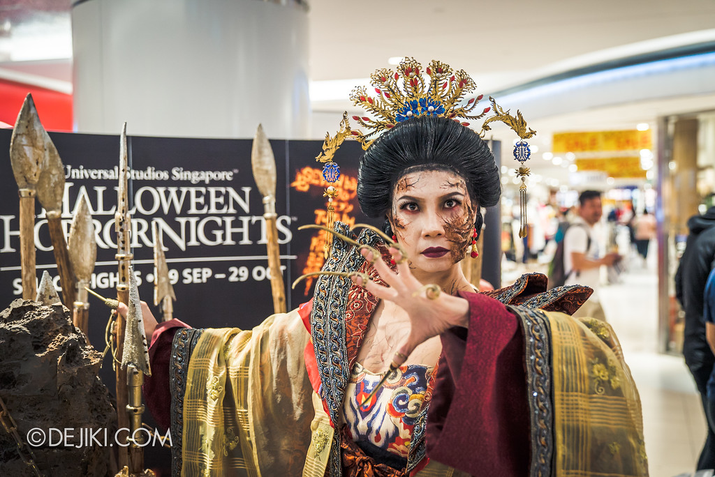 Halloween Horror Nights 7 Before Dark 5 - Scare Actor Meet and Greet HHN7 Icons at Tampines Mall - TERROR-Cotta Empress