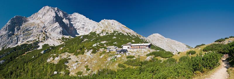 Hochtor mit Hesshütte, rechts dahinter die Planspitze