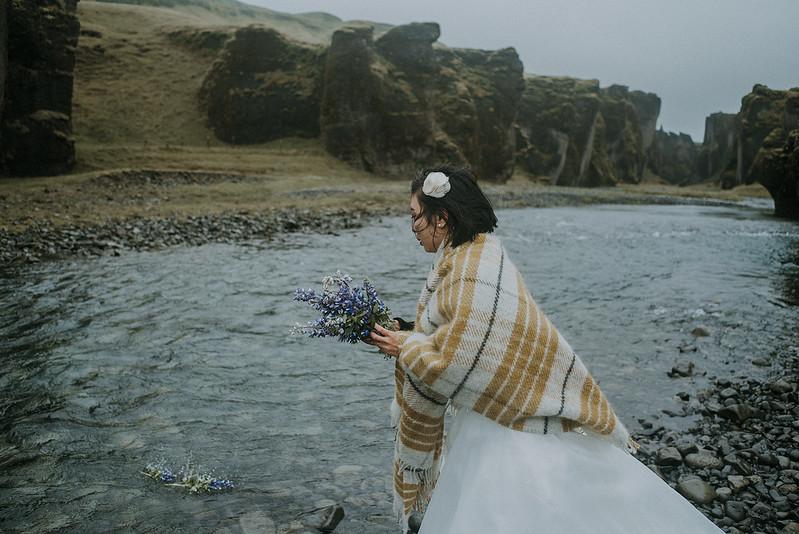 Tu-Nguyen-Destination-Wedding-Photographer-Iceland-Elopement-Fjaðrárgljúfur-16-150a-54.jpg