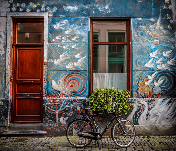Yet another picturesque façade around Plotersgracht.