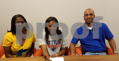 chapel-hill-grad-alfred-chooses-to-stay-close-play-basketball-at-ut-tyler