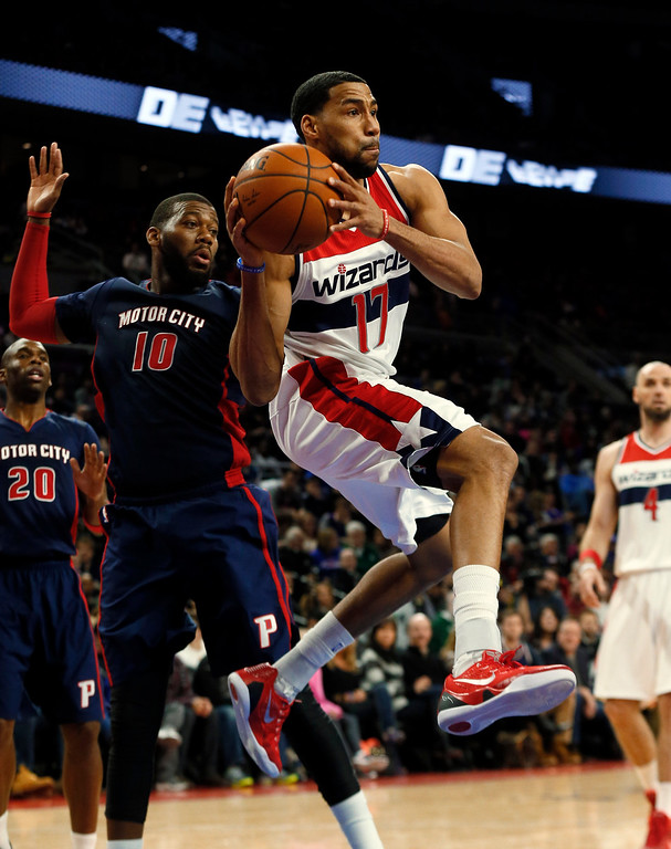 . Washington Wizards guard Garrett Temple (17) looks to pass against the Detroit Pistons in the second half of an NBA basketball game in Auburn Hills, Mich., Sunday, Feb. 22, 2015. (AP Photo/Paul Sancya)