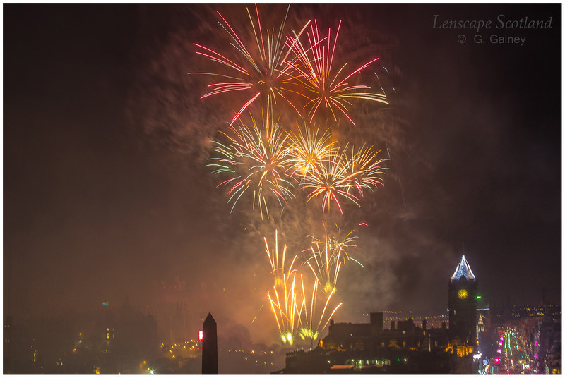 Fireworks over Edinburgh Castle from Calton Hill (7)