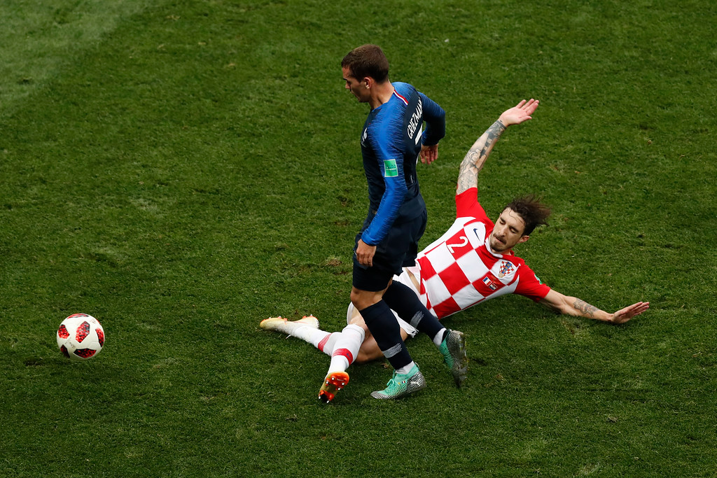 . Croatia\'s Sime Vrsaljko, right, and France\'s Antoine Griezmann challenge for the ball during the final match between France and Croatia at the 2018 soccer World Cup in the Luzhniki Stadium in Moscow, Russia, Sunday, July 15, 2018. (AP Photo/Rebecca Blackwell)
