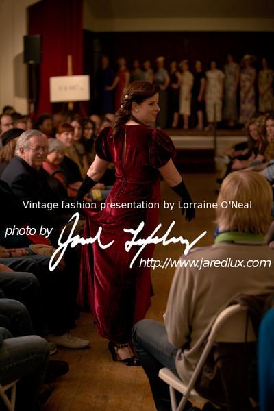 vintage_fashion_show_09_f1437960.jpg