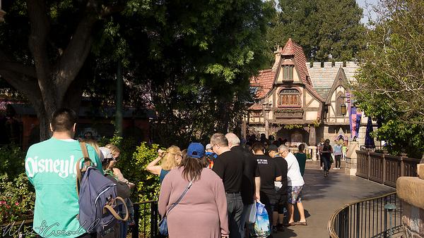 Disneyland Resort, Disneyland, Fantasyland, Hub, Royal Theatre, Royal, Theater, Theatre, Maurice, Maurice's Treats, Treat, Treats