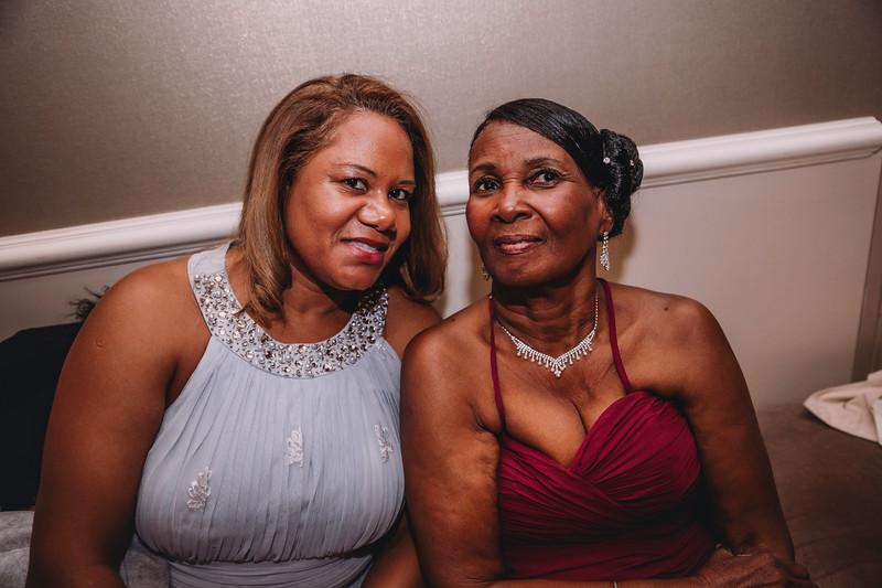 Montreal Wedding Photographer | Wedding Photography + Videography | Ritz Carlton Montreal | Lindsay Muciy Photography Video |2018_723.jpg