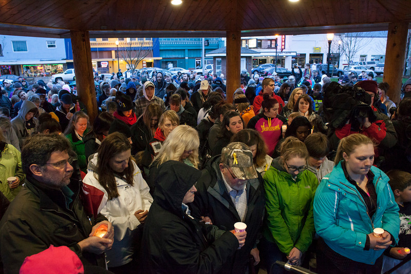 . Snohomish County residents attend a candlelight vigil for mudslide victims on March 25, 2014 in Arlington, Washington. A massive mudslide on March 22 in nearby Oso, Washington killed at least sixteen and left many missing. (Photo by David Ryder/Getty Images)