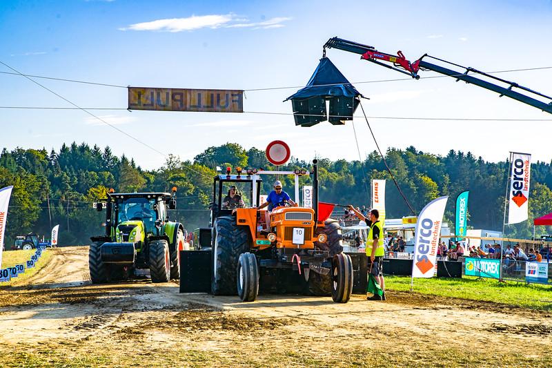 Tractor Pulling 2015-01597.jpg