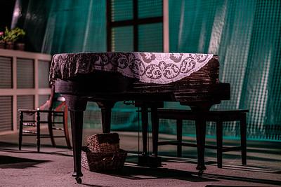 Dos hermanas y un piano. Colony