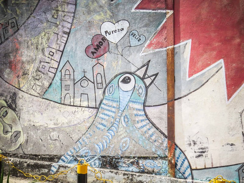 Wall murals line the sidewalks of Muraleando.