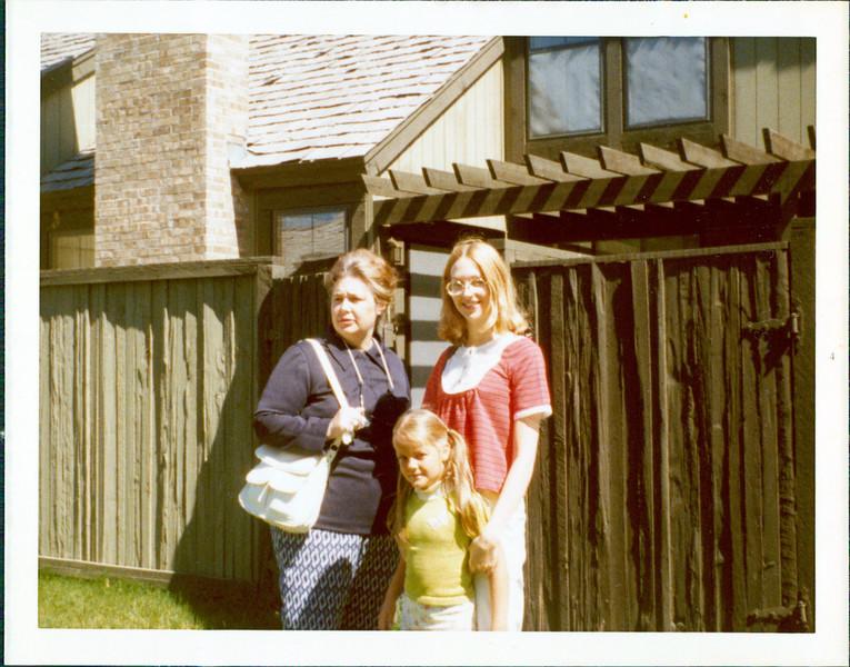1973 Marie Vicki Kirsten.jpg